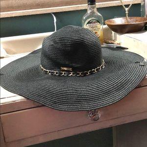 Ellen Tracy vacation hat